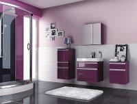 fioletowe szafki w łazience